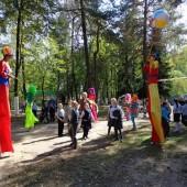 Шоу ходулистов в Жуковке